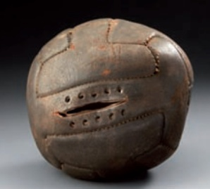 Ballon officiel et original en cuir de la Coupe du monde - Uruguay 1930 Lot 393